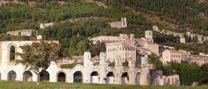 gubbio-anfiteatro-e-cittadella-1856x800