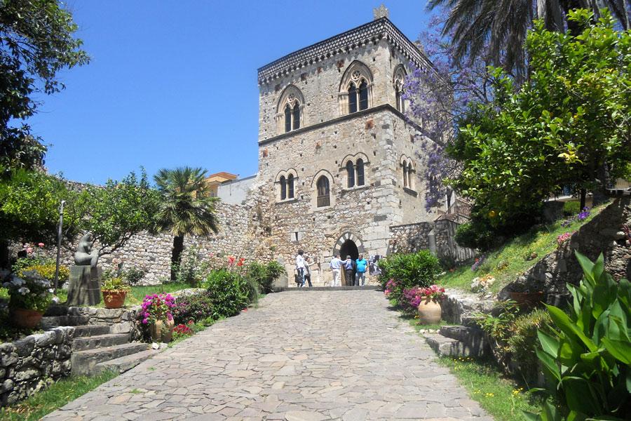 Taormina la perla del mediterraneo my take it blog for Planimetrie del palazzo mediterraneo