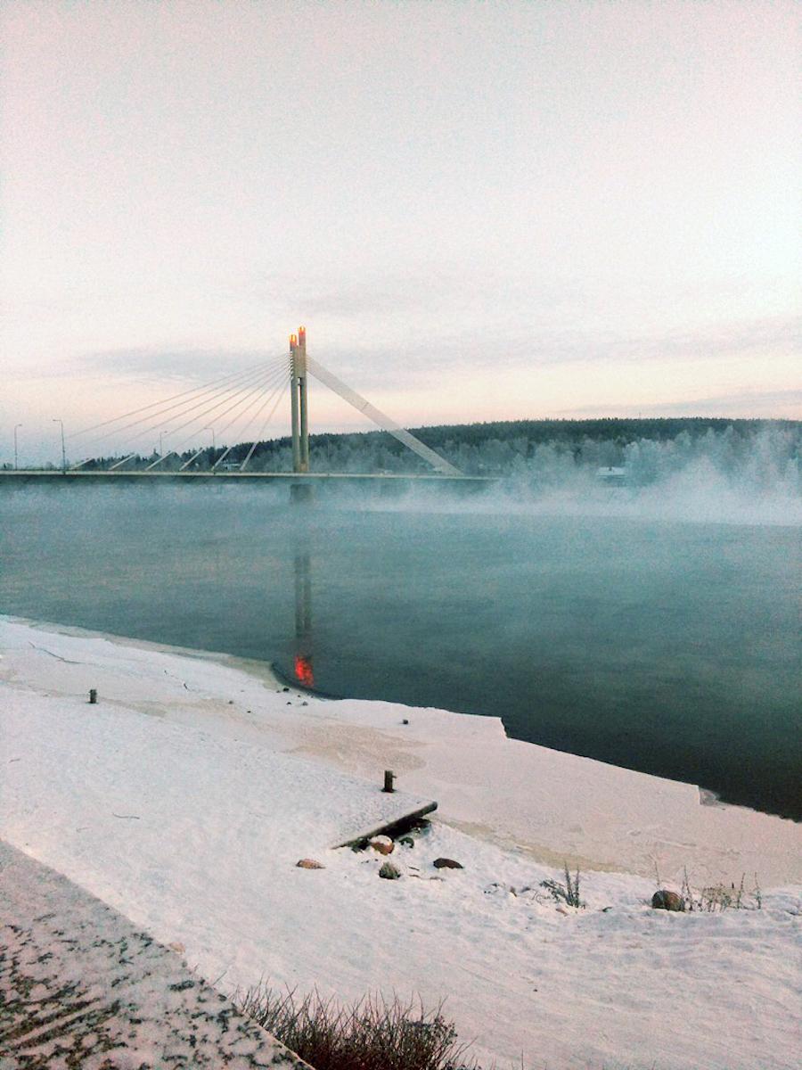 Fiume ghiacciato a Rovaniemi