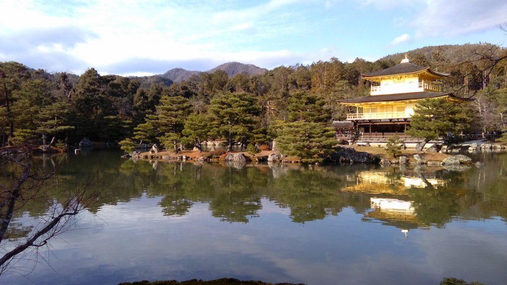 Il Padiglione d'Oro che si riflette nel lago.